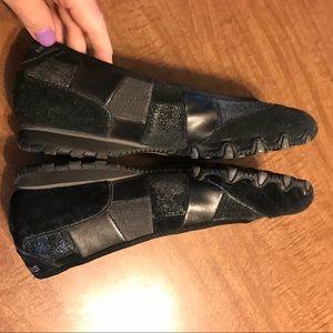 Skechers Shoes - Black suede Skechers